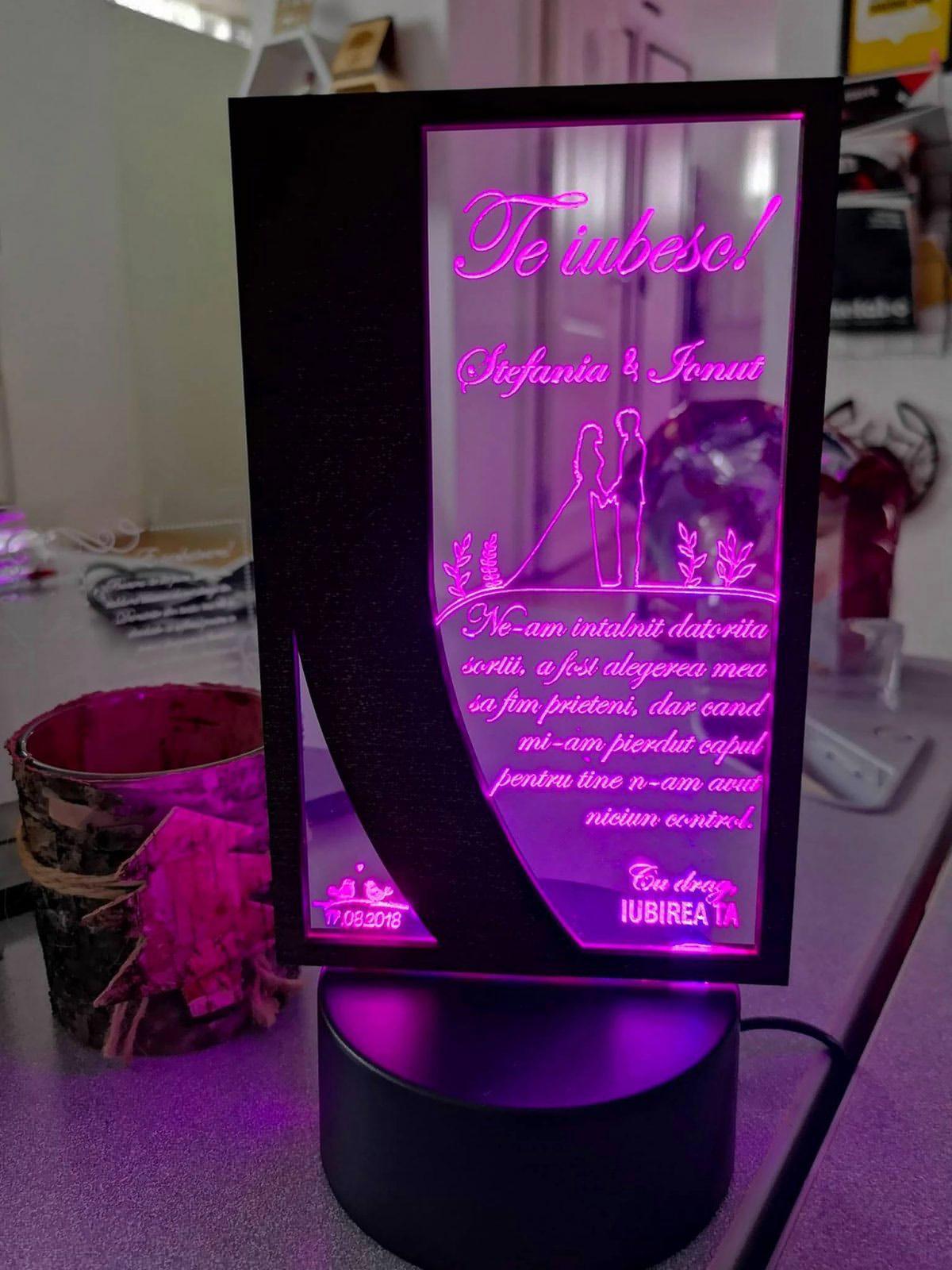 Cadou personalizat Trofeu LED - Pentru iubire