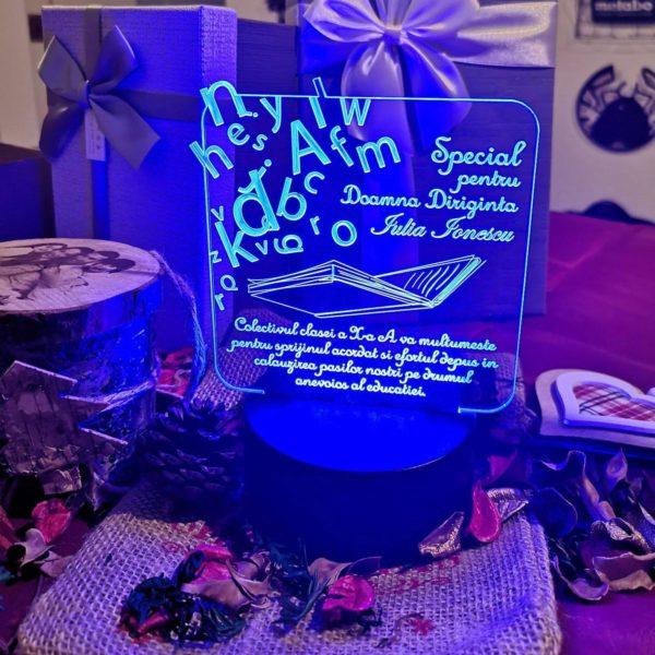 Cadou personalizat Trofeu LED - Special pentru Diriginta - Model 3