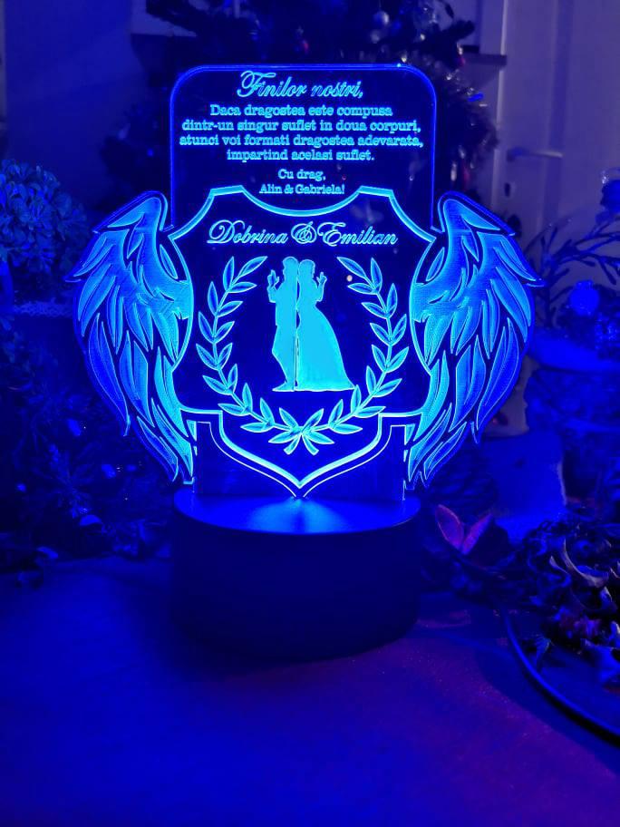 Cadou personalizat Trofeu LED cu aripi pentru fini