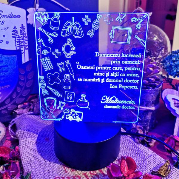 Cadou personalizat Trofeu LED pentru Doctor -  Model 1