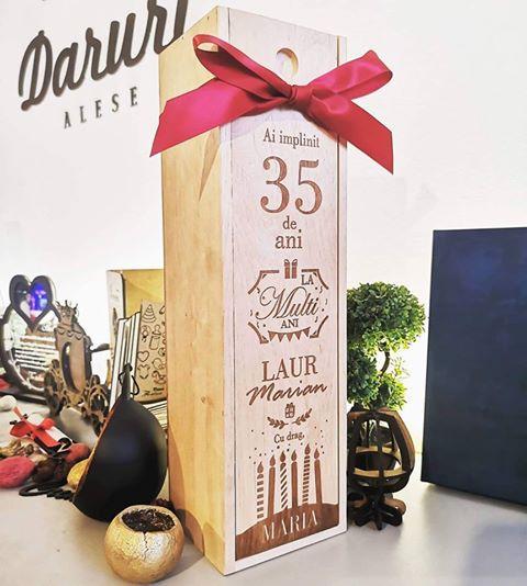 Cutie de vin gravata - La multi ani